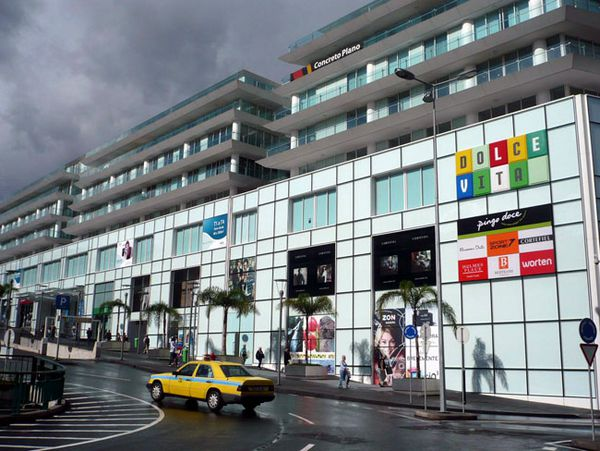 c87323f4a32735 Einkaufen auf Madeira  Shopping in Funchal - Moderne Shoppingcenter