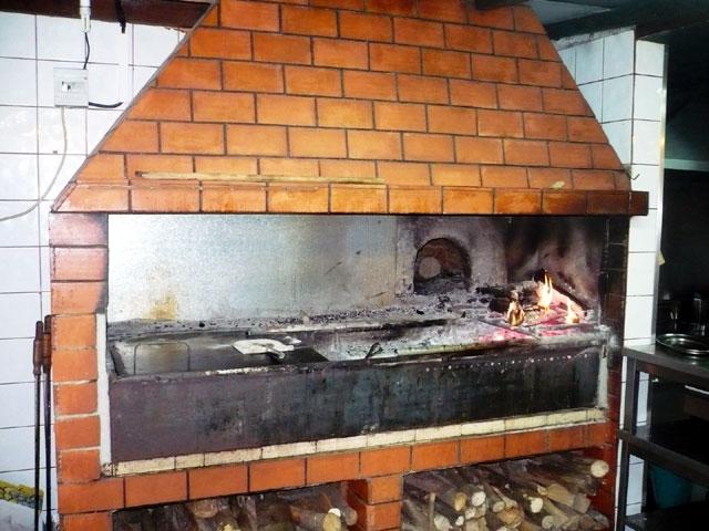 Restaurante cancela madeira restaurants for Gemauerter grill